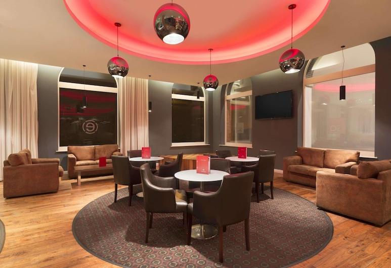 Ramada by Wyndham Belfast City Centre, Белфаст, Бар в отеле
