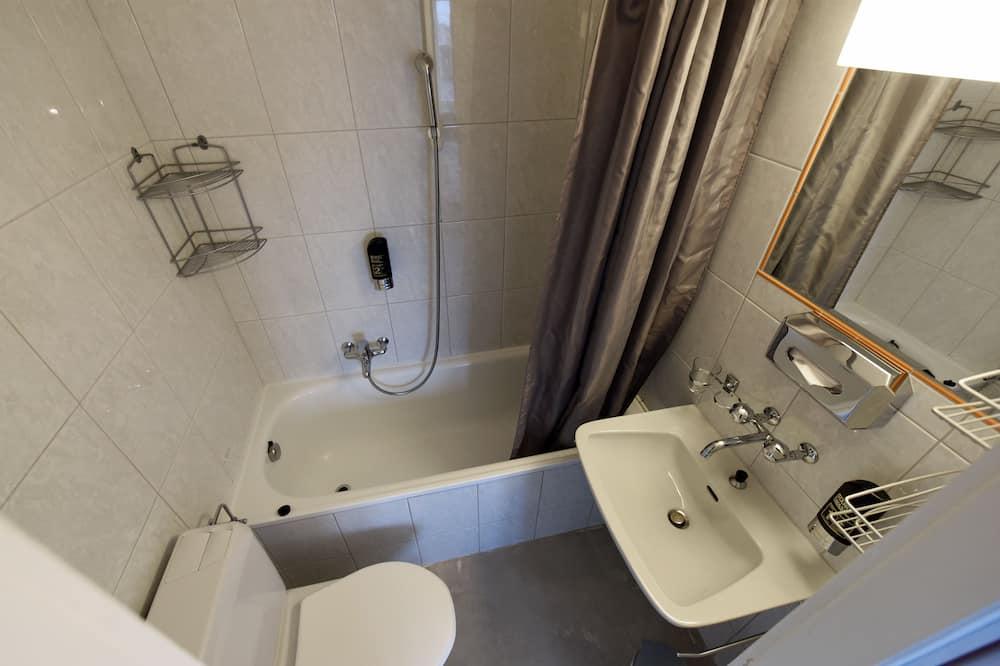 Superior Studio - Bathroom