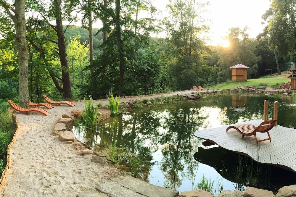 حمّام سباحة طبيعي