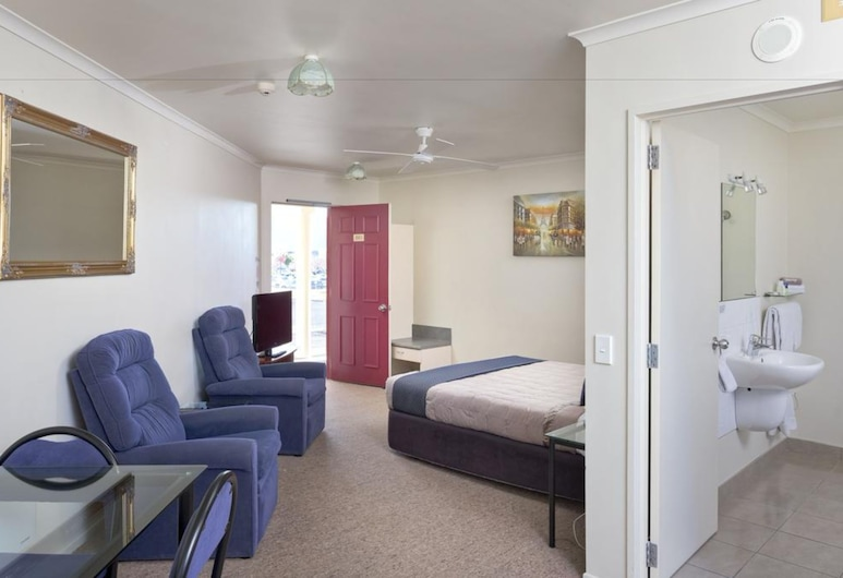 BK's Rotorua Motor Lodge, Rotorua, Deluxe Studio Suite, Jetted Tub, Guest Room