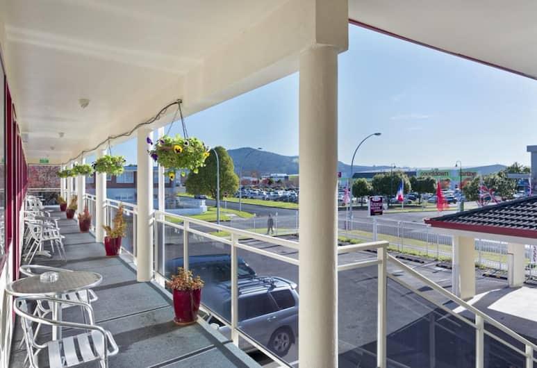 BK's Rotorua Motor Lodge, Rotorua, Suite, 1 kingsize bed, Uitzicht vanaf balkon