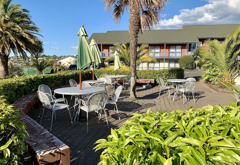 Lakeland Resort Taupo, Taupo, Gårdsplass