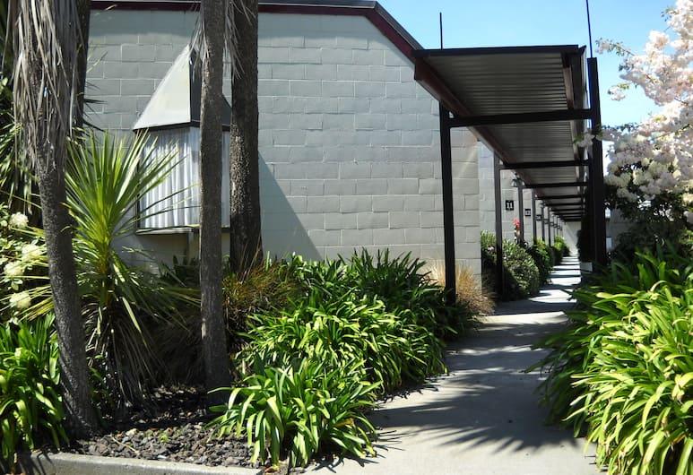 Gothic Heights Motel, Christchurch, Vườn