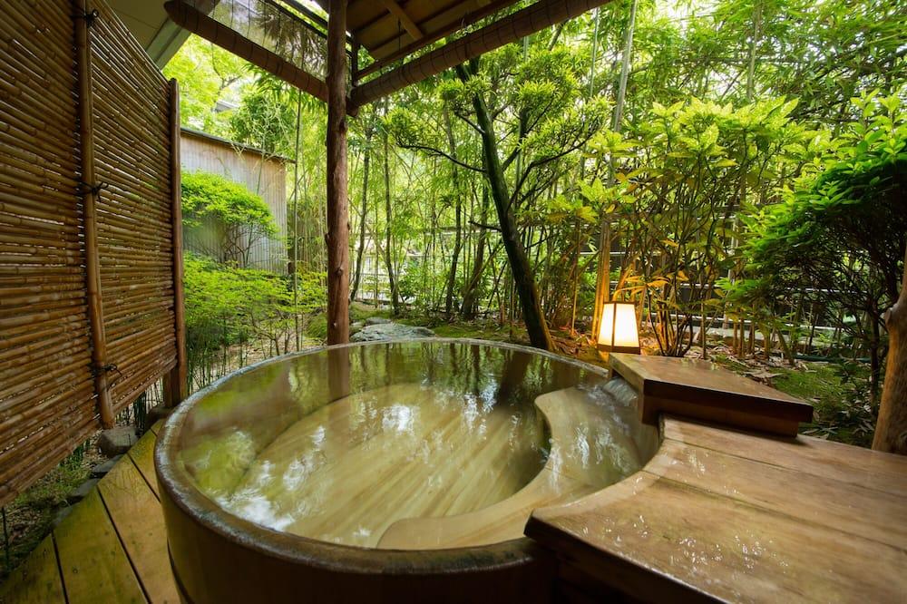 Traditionell svit - icke-rökare - utsikt mot trädgården (Sukiya Style Japanese) - Gästrum