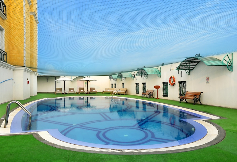 The Residency Towers, Chennai, Pool