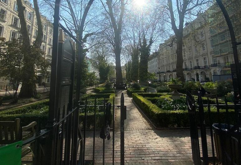 Belvedere Hotel, London, Hage