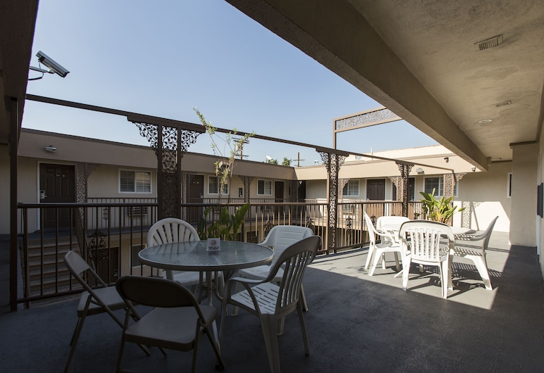 Beverly Inn, Los Angeles, Terasa