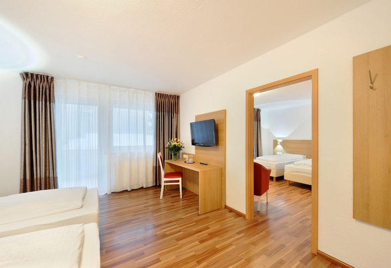 Bellevue Hotel, Düsseldorf, Quadruple Room, Bilik Tamu