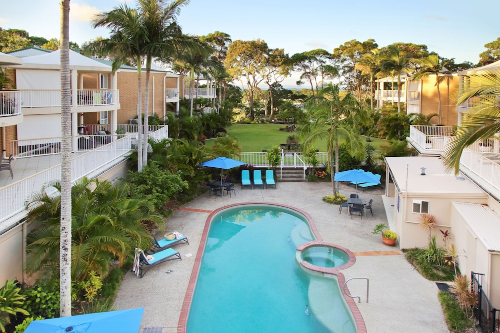 Captivating Macquarie Lodge Apartments, Noosa Heads, Outdoor Pool