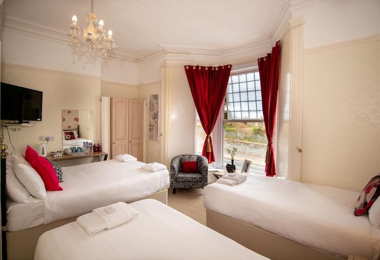 The Alexander, Swansea, Quadruple Room, Ensuite, Guest Room