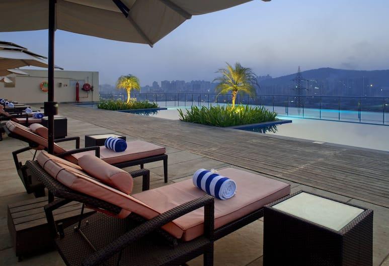 Holiday Inn Mumbai International Airport, Bombay, Havuz