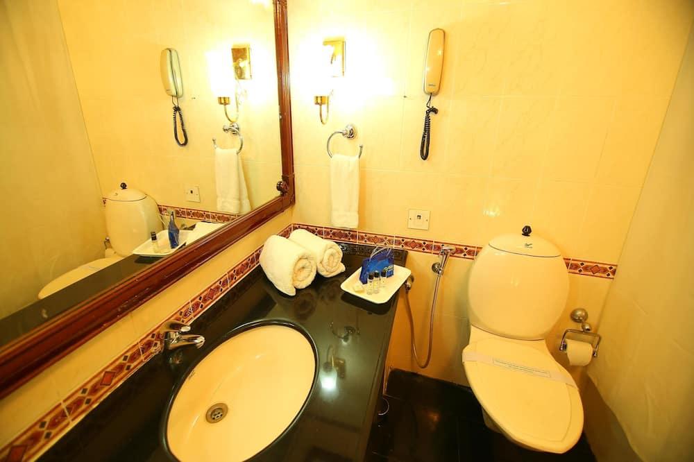Standard-Doppel- oder -Zweibettzimmer, 1 Doppelbett, eigenes Bad - Badezimmer