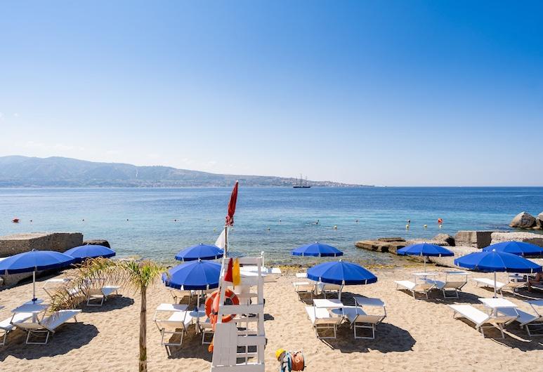 Capo Peloro Resort, Messina, Strand