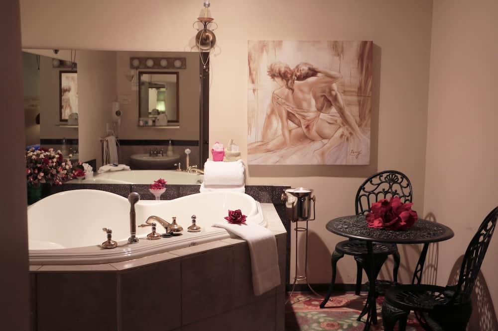 Chambre Romantique, 1 grand lit, baignoire à jets - Salle de bain
