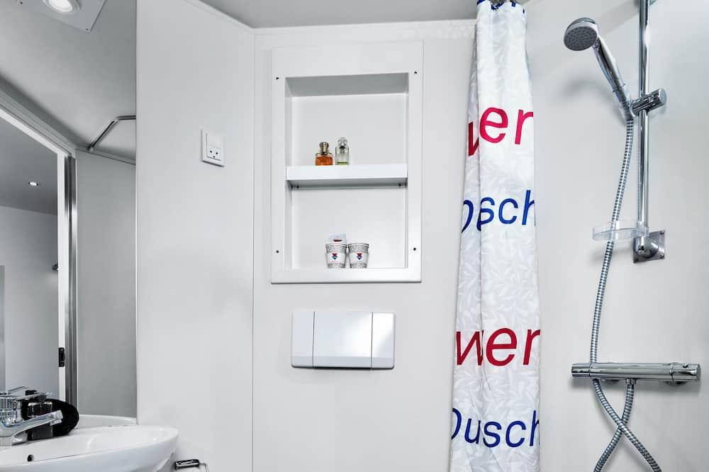 Commodore - Bathroom