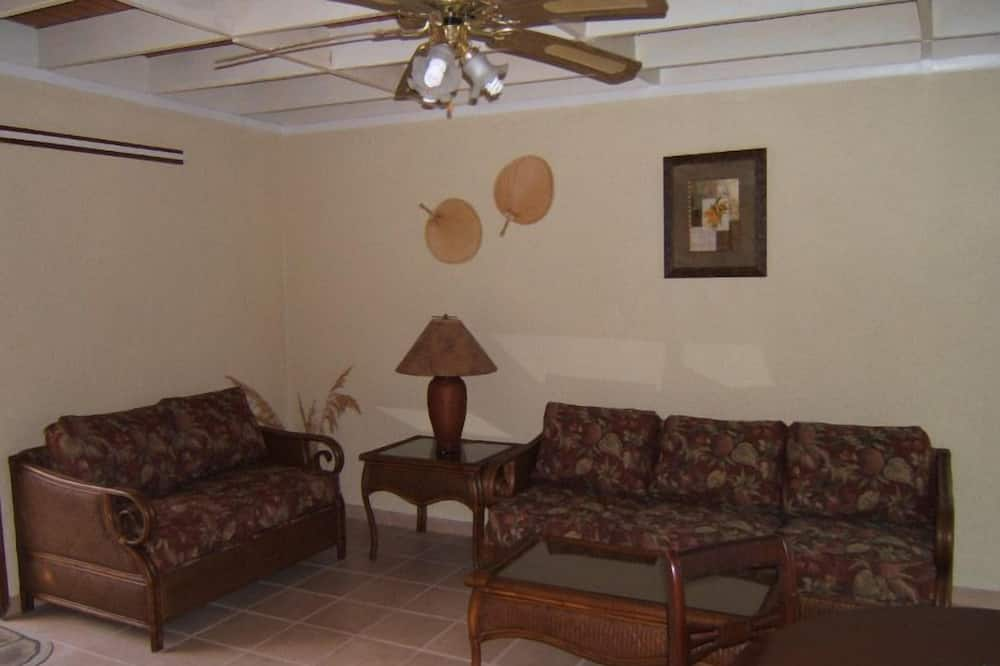 2 Br - 2 bath Oceanfront w/ living, dining, kitchen room combo - Living Room
