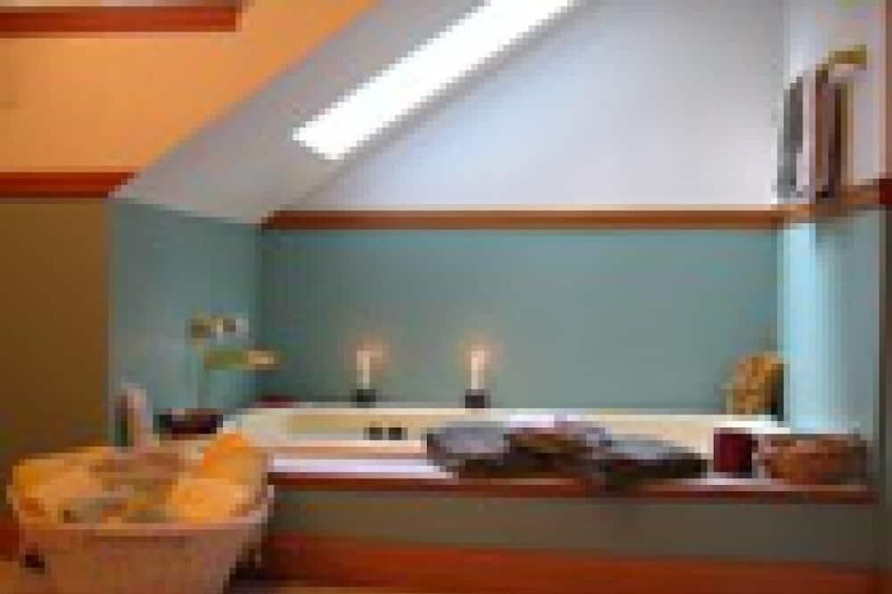 Superior Double Room, Ensuite, Garden View (Rupert Suite) - Bathroom
