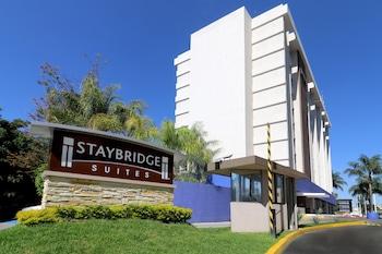 薩波潘瓜達拉哈拉博覽會駐橋套房酒店的圖片