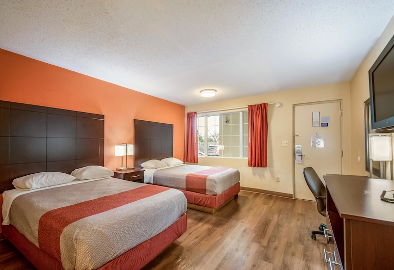 Motel 6 Washington, DC - Convention Center, Washington, Standard Room, 2 Double Beds, Non Smoking, Guest Room