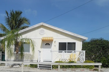 Picture of Hoopers Bay Villas in George Town