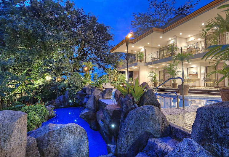 Pumilio Mountain & Ocean Hotel, Jaco, Property Grounds