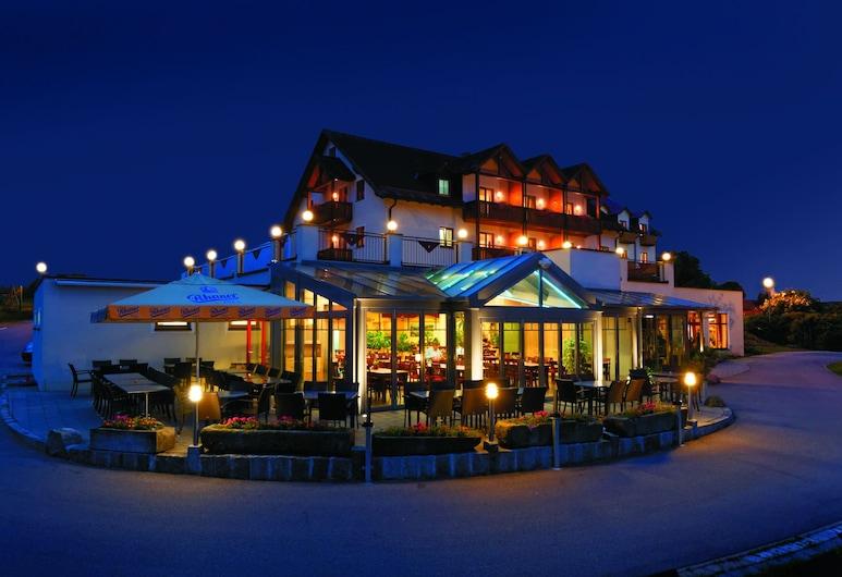 Panorama-Hotel Am See, Neunburg vorm Wald, Hotel Front – Evening/Night