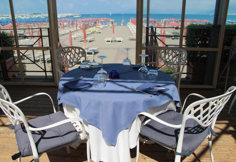 Suite Hotel Nettuno, Sestri Levante, Restauration en terrasse