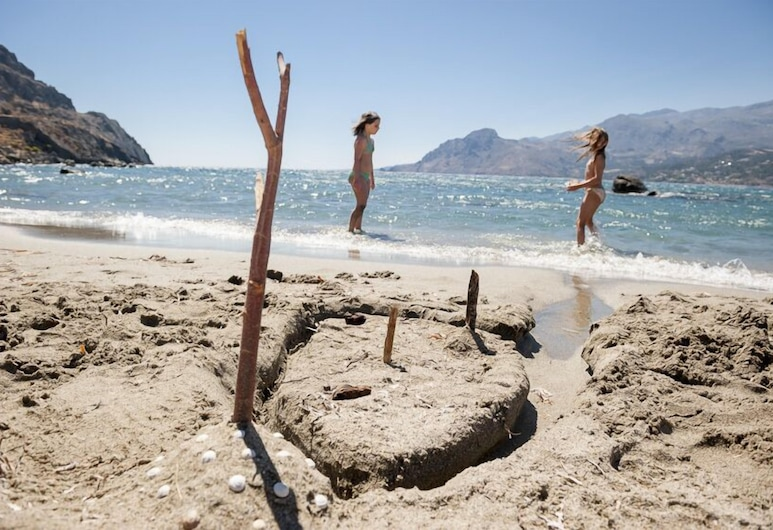 普拉基亞斯灣飯店, Agios Vasileios, 海灘
