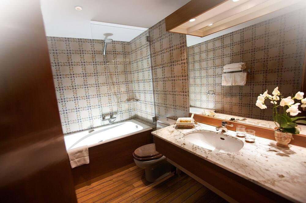 Room (Intermediate) - Bathroom