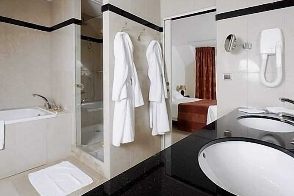 Suite 2 People - Bathroom
