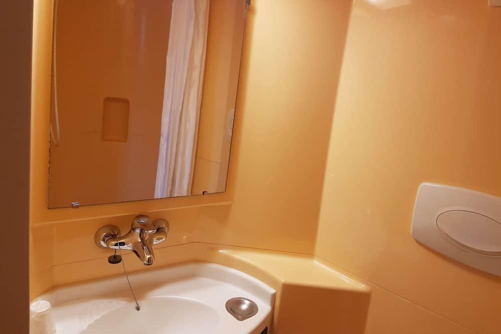 Habitación triple (1 Double and 1 Single bed) - Baño