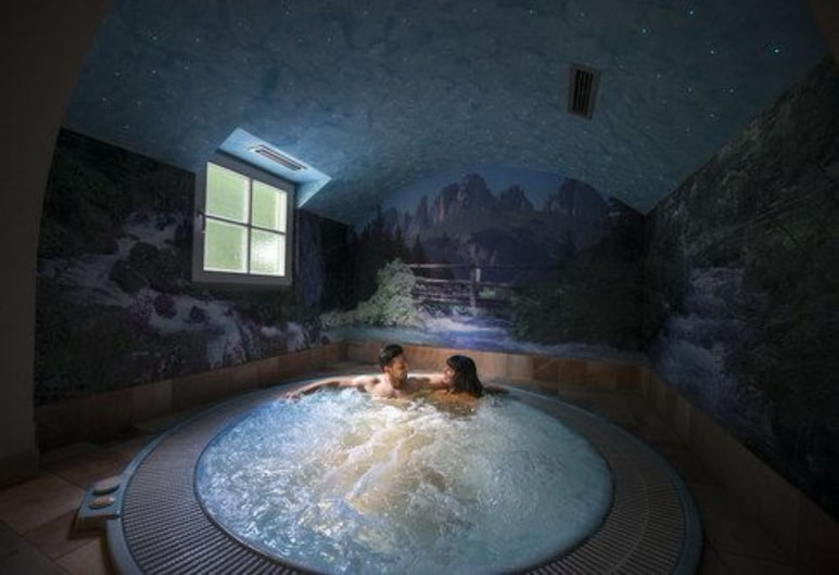 Hotel Villa Rosella, Canazei, Wanna spa wewnątrz