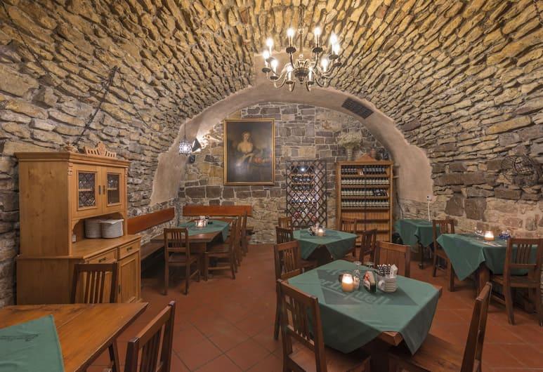 Hotel Černý Slon, Prag, Gastronomie für Paare