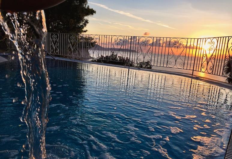 多恩費利佩飯店, 伊斯基亞, 室外游泳池