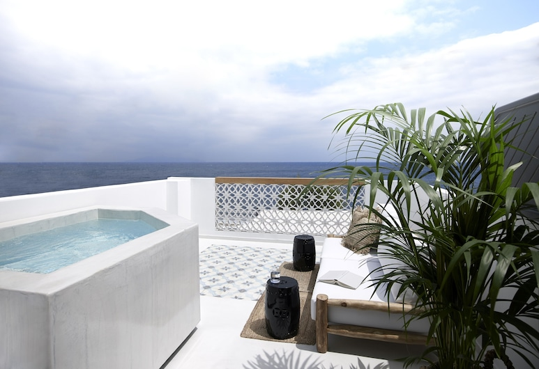 Afroditi Venus Beach Hotel & Spa, Σαντορίνη, Deluxe Δωμάτιο, Θέα στη Θάλασσα (Outdoor Jetted Tub), Αίθριο/βεράντα