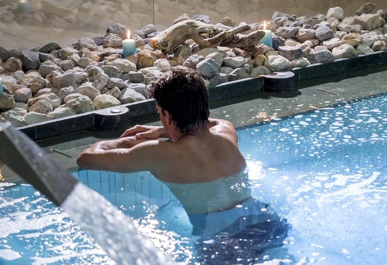 Hotel Chalet del Sogno, Pinzolo, Pool med vattenfall