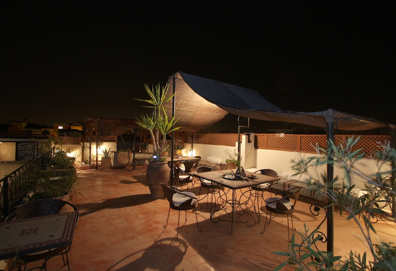 Riad Dar Bounouar, Marrakech, Refeições no exterior