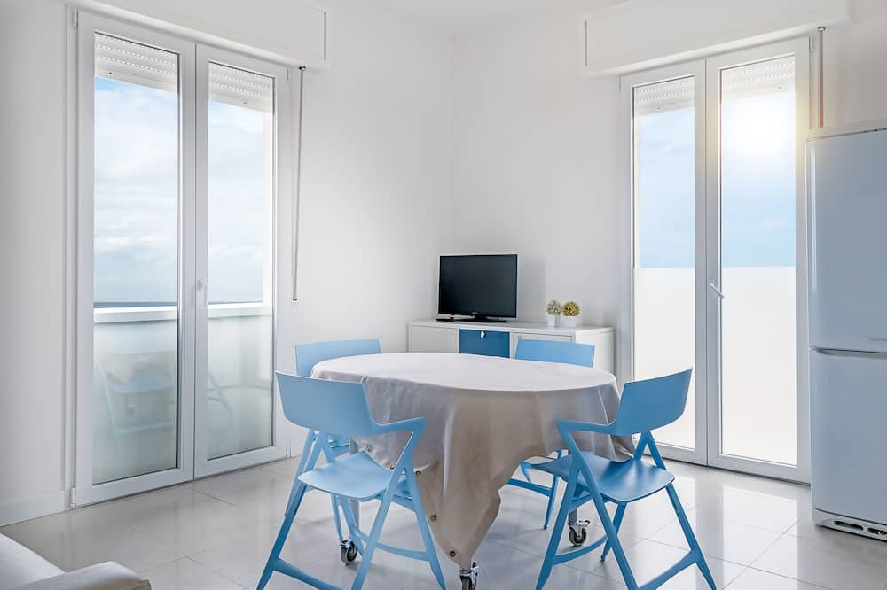 Apartment, 2 Bedrooms (6 Adults) - Living Room