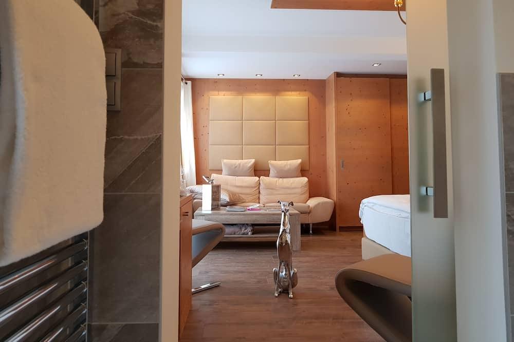 Junior Suite, Balcony (Deluxe) - Living Area