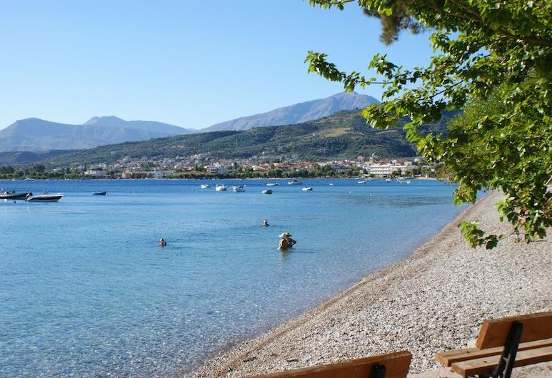 하모니 호텔 아파트먼츠, Aigialeia, 해변