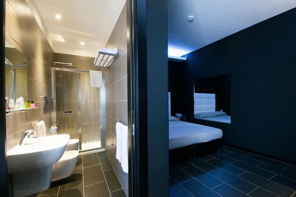 Standard Tek Büyük veya İki Ayrı Yataklı Oda - Banyo