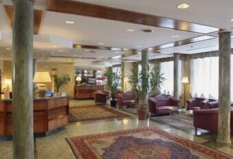 空中皇宮飯店, 雷尼, 大廳