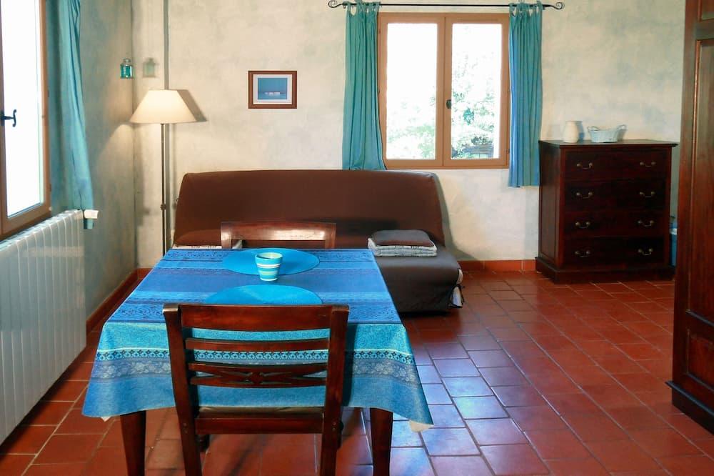 Студія, 1 двоспальне ліжко та розкладний диван, міні-кухня, з видом на сад - Житлова площа