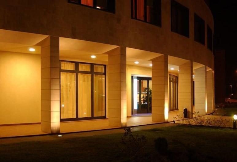Leon D'Oro, Sassuolo, Hotel Front – Evening/Night