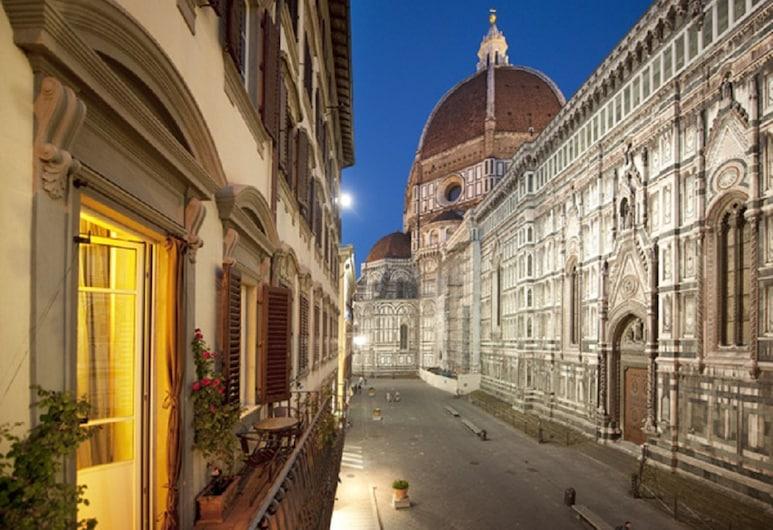 Granduomo Charming Accomodation, פירנצה, Deluxe Apartment Duomo view with balcony, נוף מהמרפסת