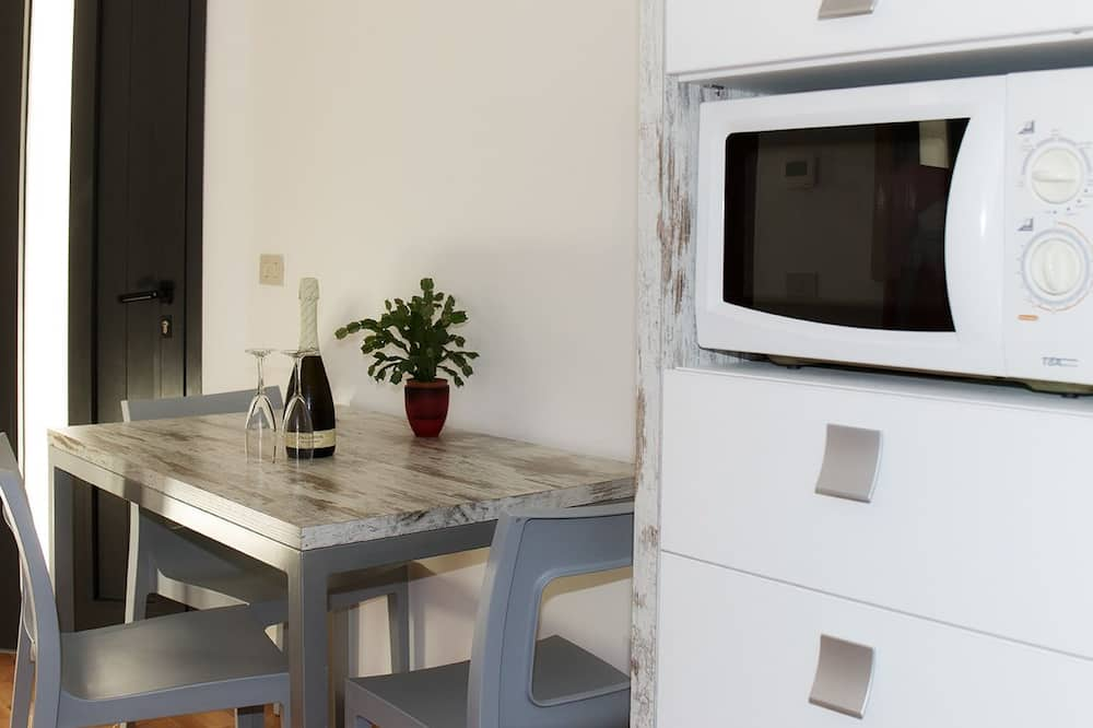 Family Room (Superior) - Microwave