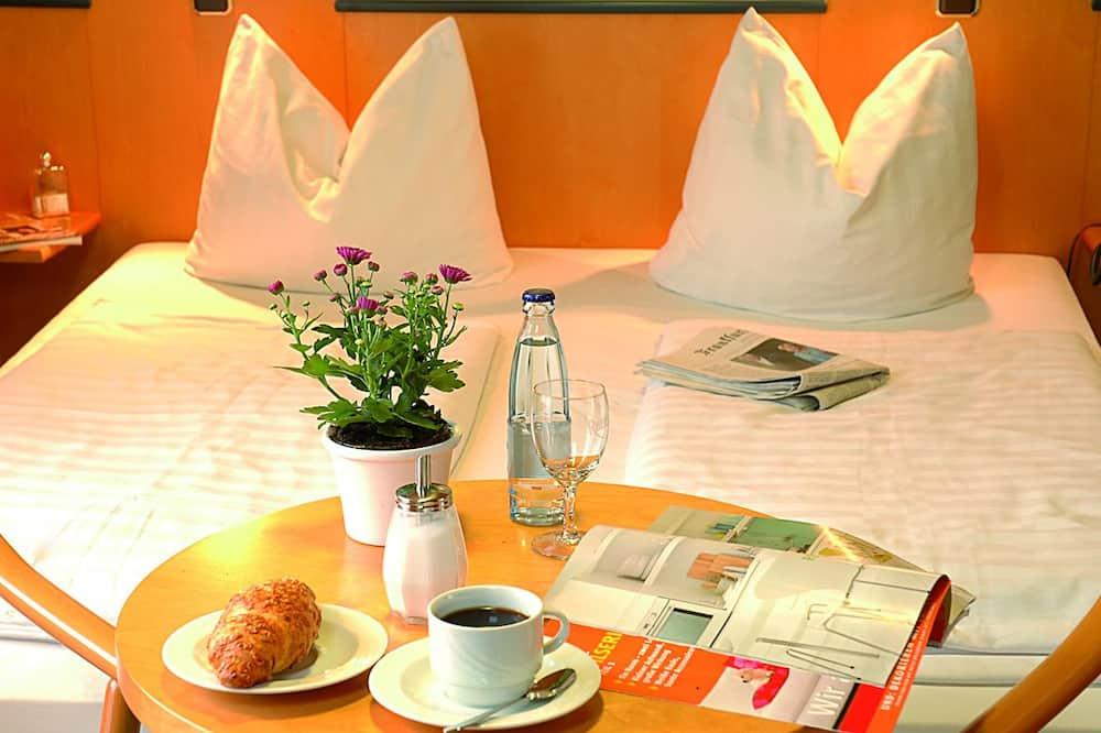 חדר סטנדרט זוגי ליחיד, 2 מיטות יחיד - אזור אוכל בחדר