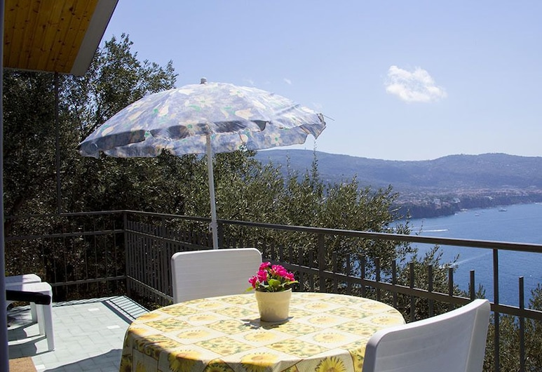 Villaggio Turistico Baia Serena, Vico Equense, Bungalow, Sea View (For Four), Teres/Laman Dalam