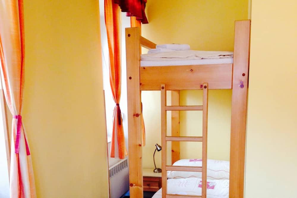 4 人部屋 - 子供用のテーマ ルーム