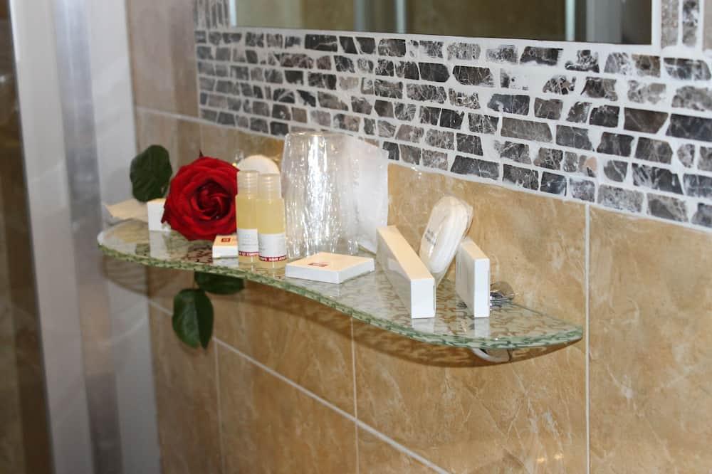 Habitación doble estándar de uso individual, baño compartido (in-room shower and sink) - Baño
